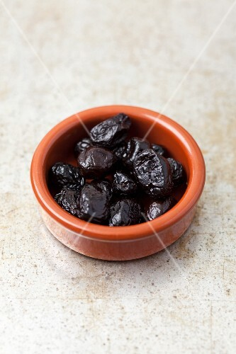 Dried black olives
