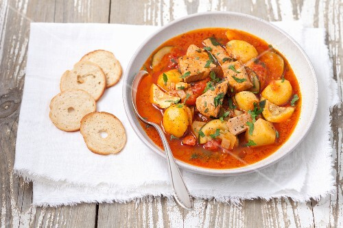 Braised tuna with potatoes and courgette in tomato sauce