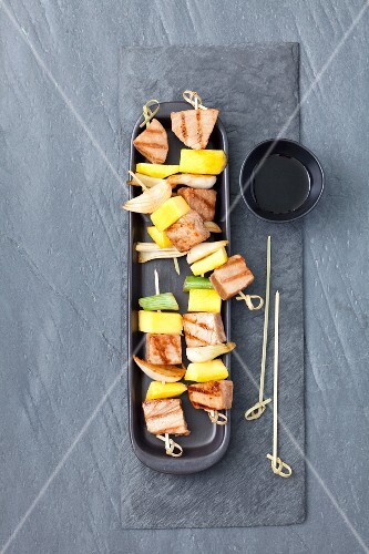 Tuna and mango skewers with spring onions