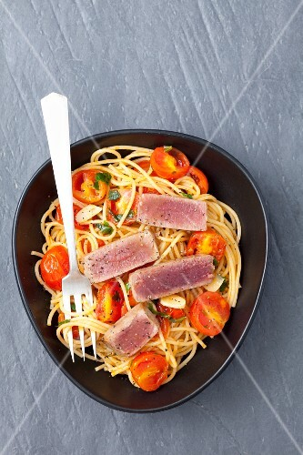 Spaghetti with cherry tomatoes and tuna steak