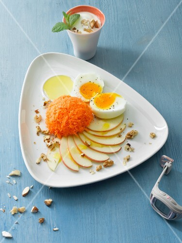 Raw carrots with apple and egg