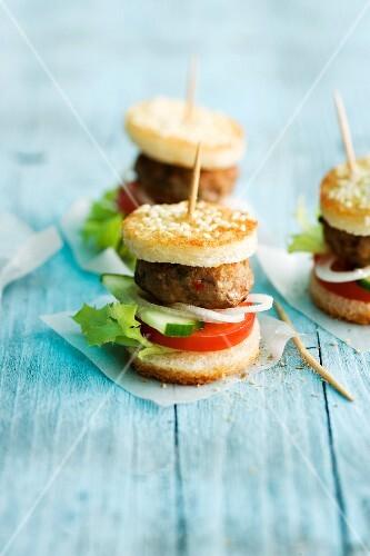 Mini burgers with sesame seeds