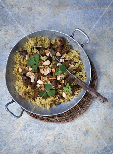 Fried rice with lamb and almonds (seen from above)