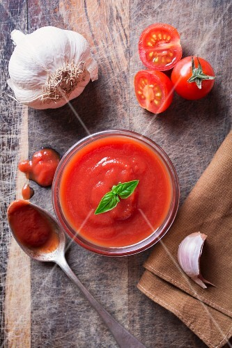 Tomato sauce and ingredients