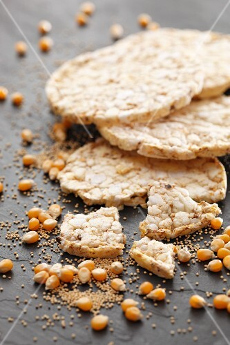 Corn and amaranth crackers
