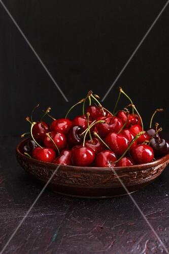 Fresh cherries in a ceramic bowl