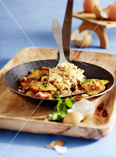 Fried potatoes with scrambled eggs and shrimps, Eastern Friesland