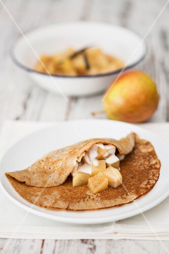 Buckwheat crêpes with pears