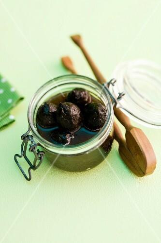 Preserved unripe walnuts