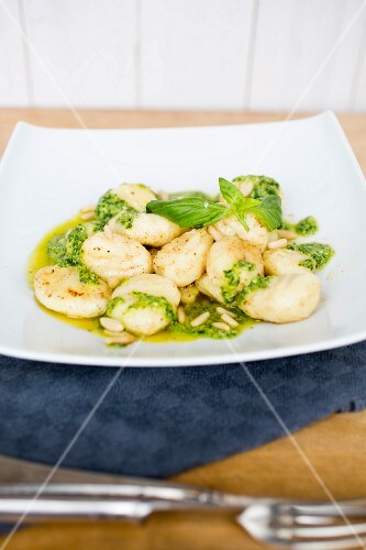 Gnocchi with pesto and pine nuts