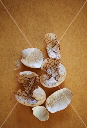 Tea-stained eggshells