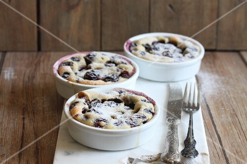 Clafoutis with icing sugar