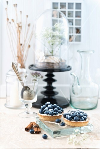 Blueberry tartlets with cinnamon