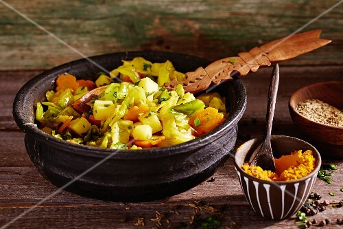 White cabbage with potatoes, carrots, turmeric and cumin (Ethiopia)