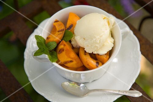 Grilled Apricots with Vanilla Ice Cream