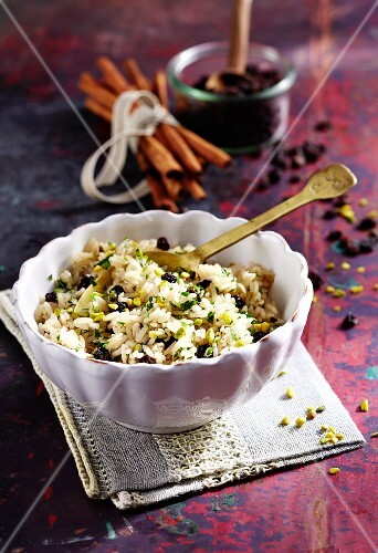 Pilau with currants and pistachios
