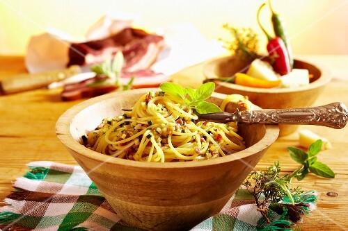 Courgette and bacon spaghetti