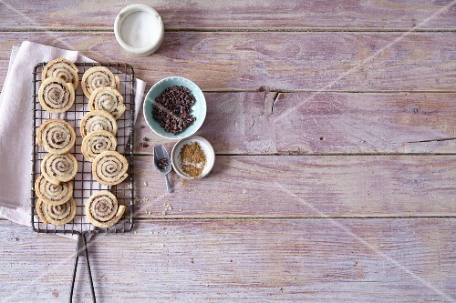 Spiced spiral biscuits with ingredients (Christmas)