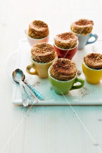 Mokka-Souffles in Espressotassen