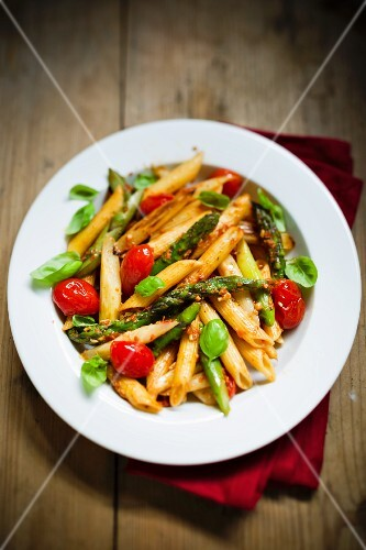 Penne with cherry tomatoes and green asparagus