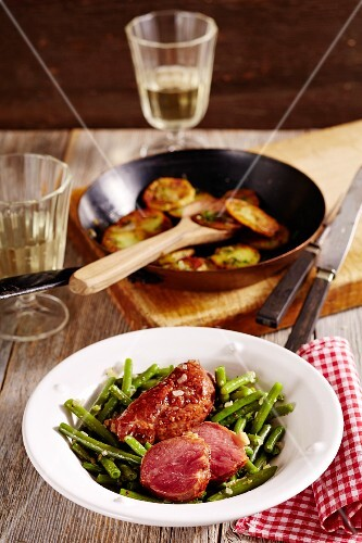 Pork cheeks with green beans