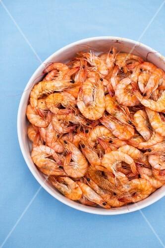 Fried prawns in a ceramic bowl