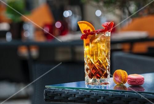 An iced tea cocktail on a patio table (Buddha-Bar Hotel, Paris)