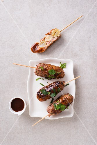Stuffed minced meat skewers