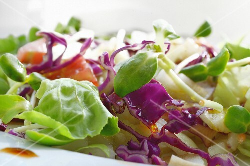 Mixed salad with cabbage (close-up)