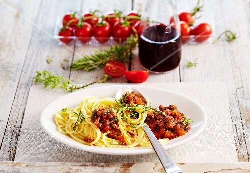 Bolognese Apulia with spaghetti (Italy)