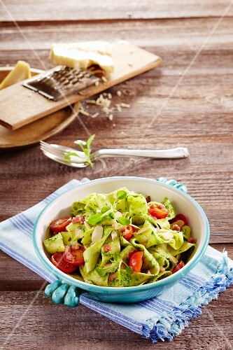 Pappardelle with lamb's lettuce pesto and cherry tomatoes