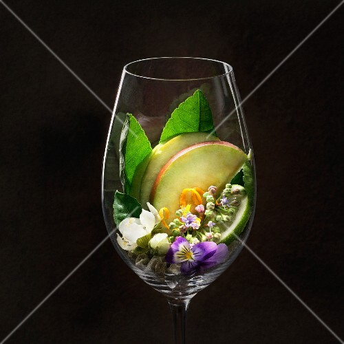 Riesling wine flavours in wine glass