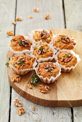 Courgette muffins with walnuts