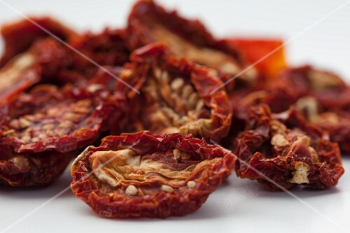 Dried tomatoes (close-up)