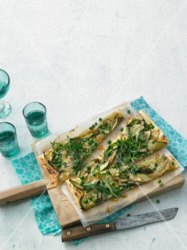 Puff pastry pizza with green vegetables