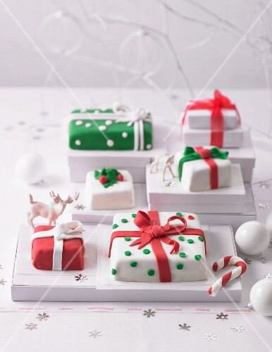 Present cakes for Christmas
