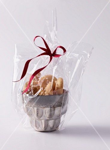 Piped biscuits as a gift