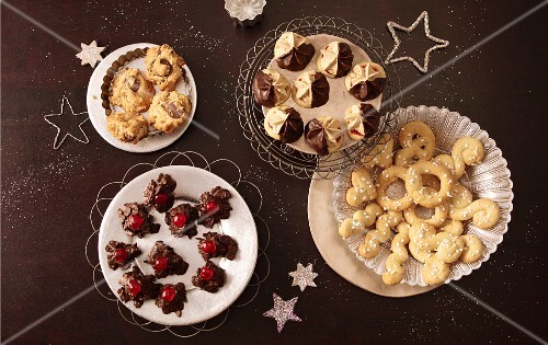 Various Christmas biscuits (seen from above)
