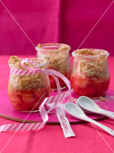 Rhubarb crumble as a gift