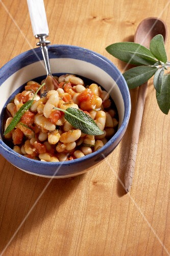 White beans in tomato sauce with sage