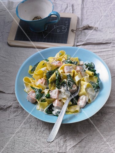 Tagliatelle with salmon, spinach and cream