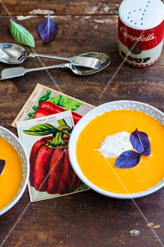 Cream of pepper soup with ricotta