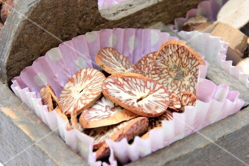 Decorative nutmeg slices