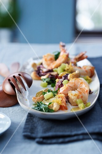 Fried lettuce with scampi