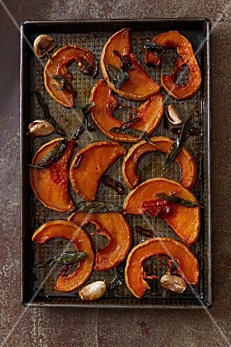 Oven-roasted pumpkin wedges with sage and garlic (seen from above)