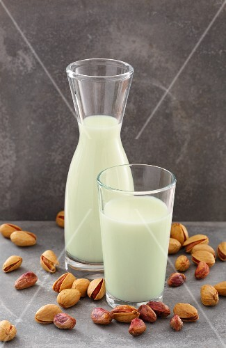 Pistachio milk and pistachios