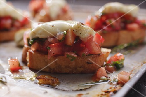 Bruschetta with tomatoes and goat's cheese