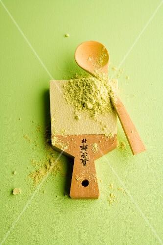 Wasabi powder on a wooden board