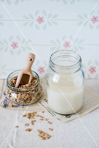 Oats and a glass of oat milk