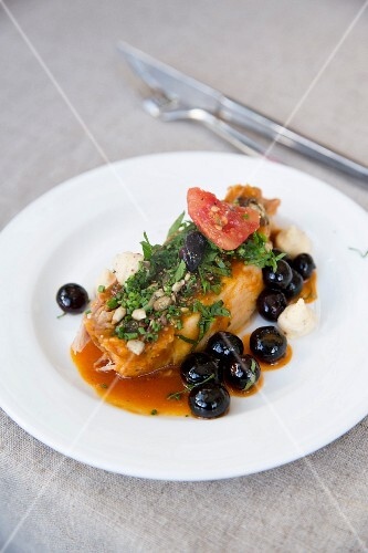 Pork with herbs and blueberries
